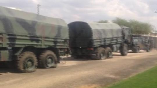 Транспортные средства, перевозящие ракетные установки, были остановлены.