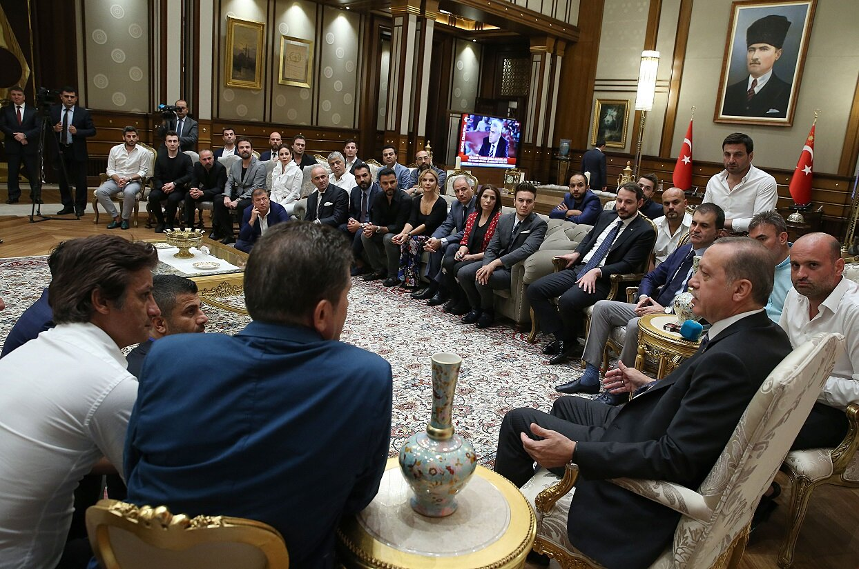President Erdoğan held a talk with the celebrities.