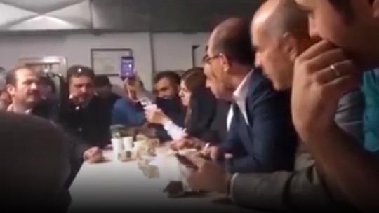 Президент Эрдоган поговорил с депутатами, которые находились в убежище