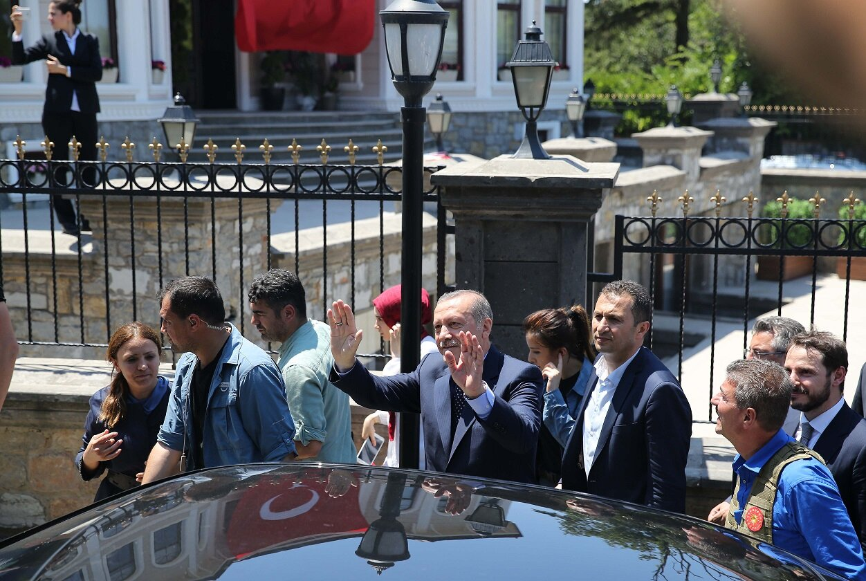 President Erdoğan left the Atatürk Airport State Guesthouse where he stayed the night during the FETÖ coup attempt to spend the afternoon at his residence in Kısıklı.