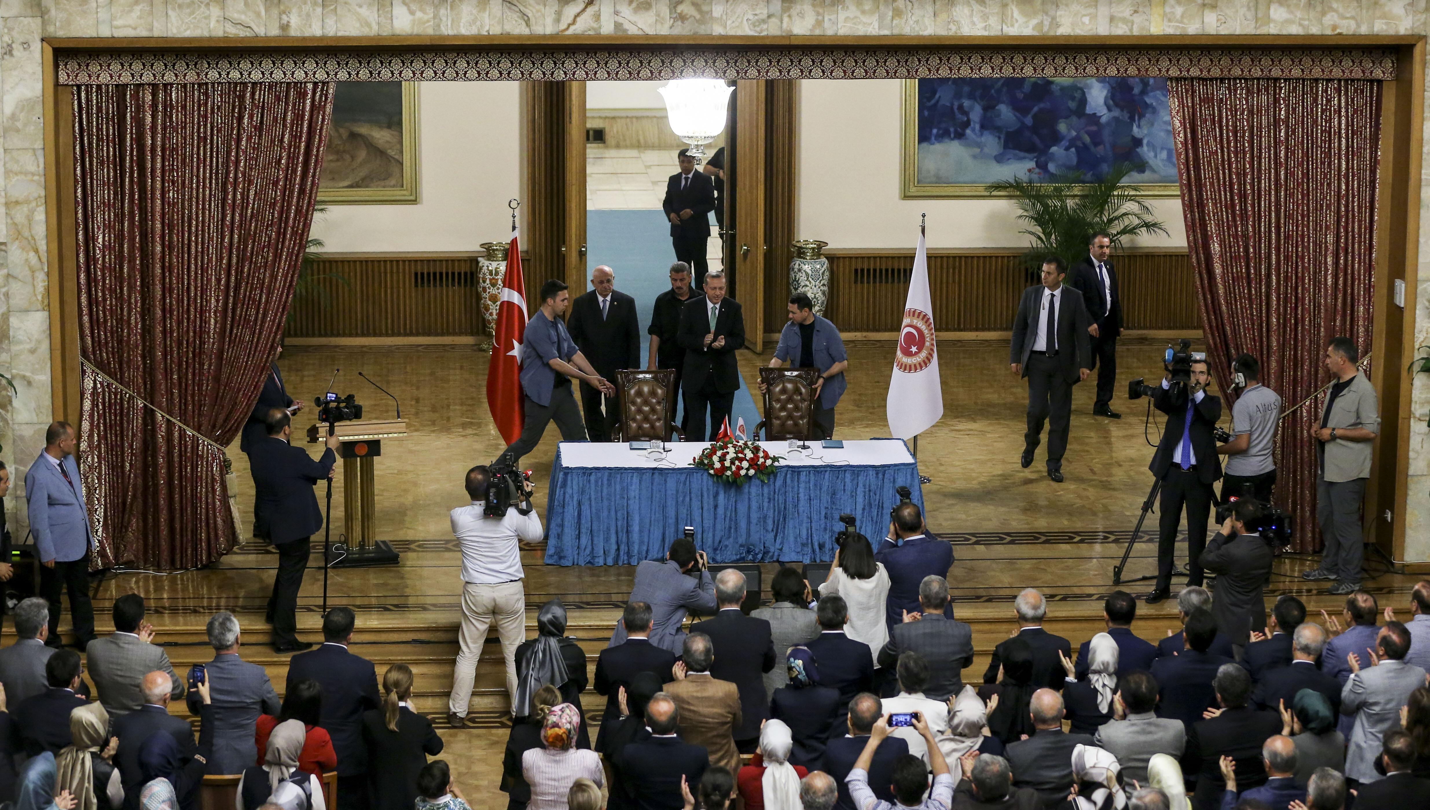 Erdoğan zarar gören meclisin salonun da açıklamalarda bulundu.
