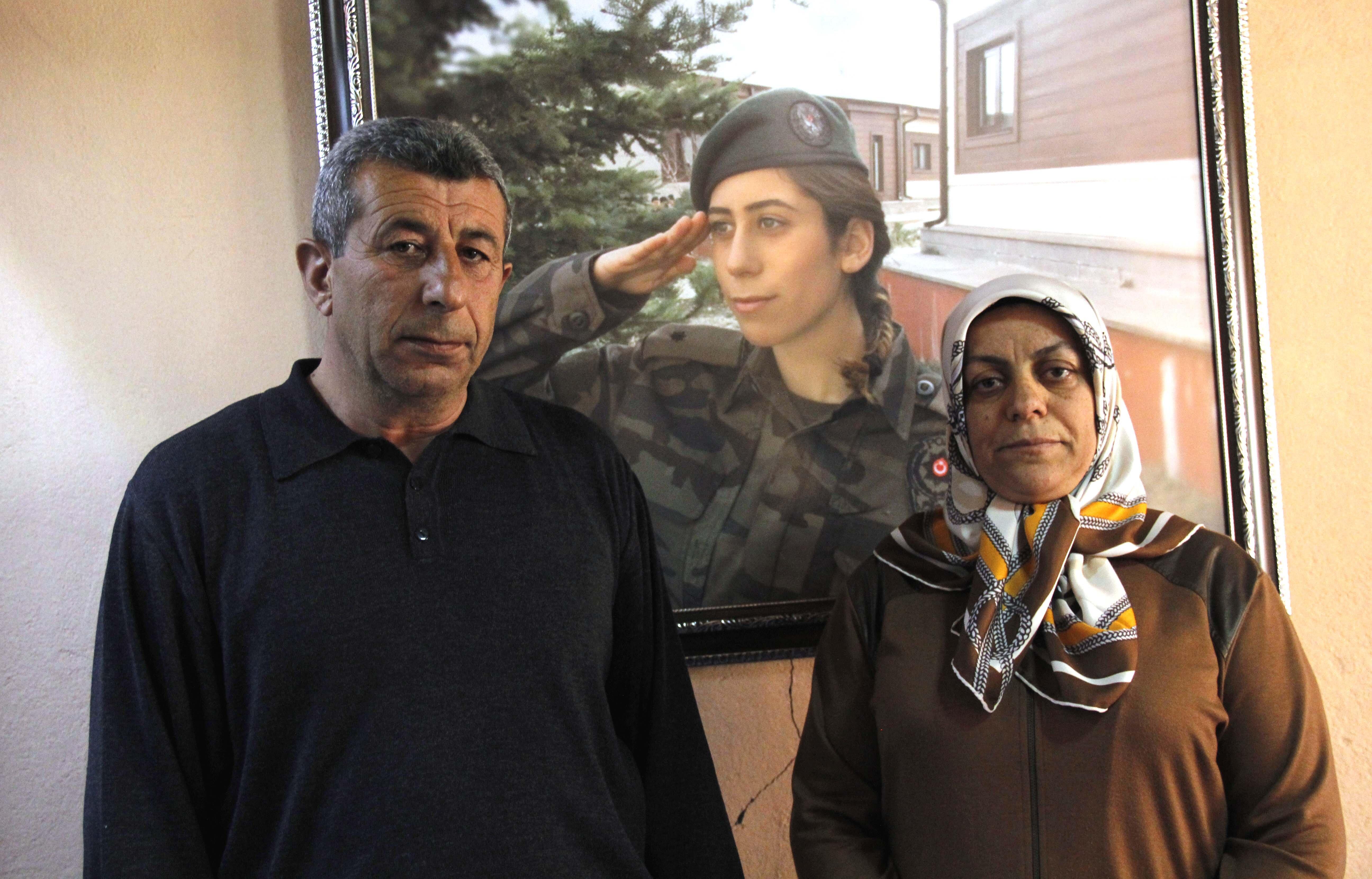 Fetullahçı Terör Örgütü'nün (FETÖ) hain darbe girişimi sırasında Gölbaşı Özel Harekat Daire Başkanlığına düzenlenen saldırıda şehit düşen komiser yardımcısı Cennet Yiğit'in ailesi, kızlarının şehadetinin ardından memleketleri Kayseri'nin Bünyan ilçesinde yaşamaya başladı.