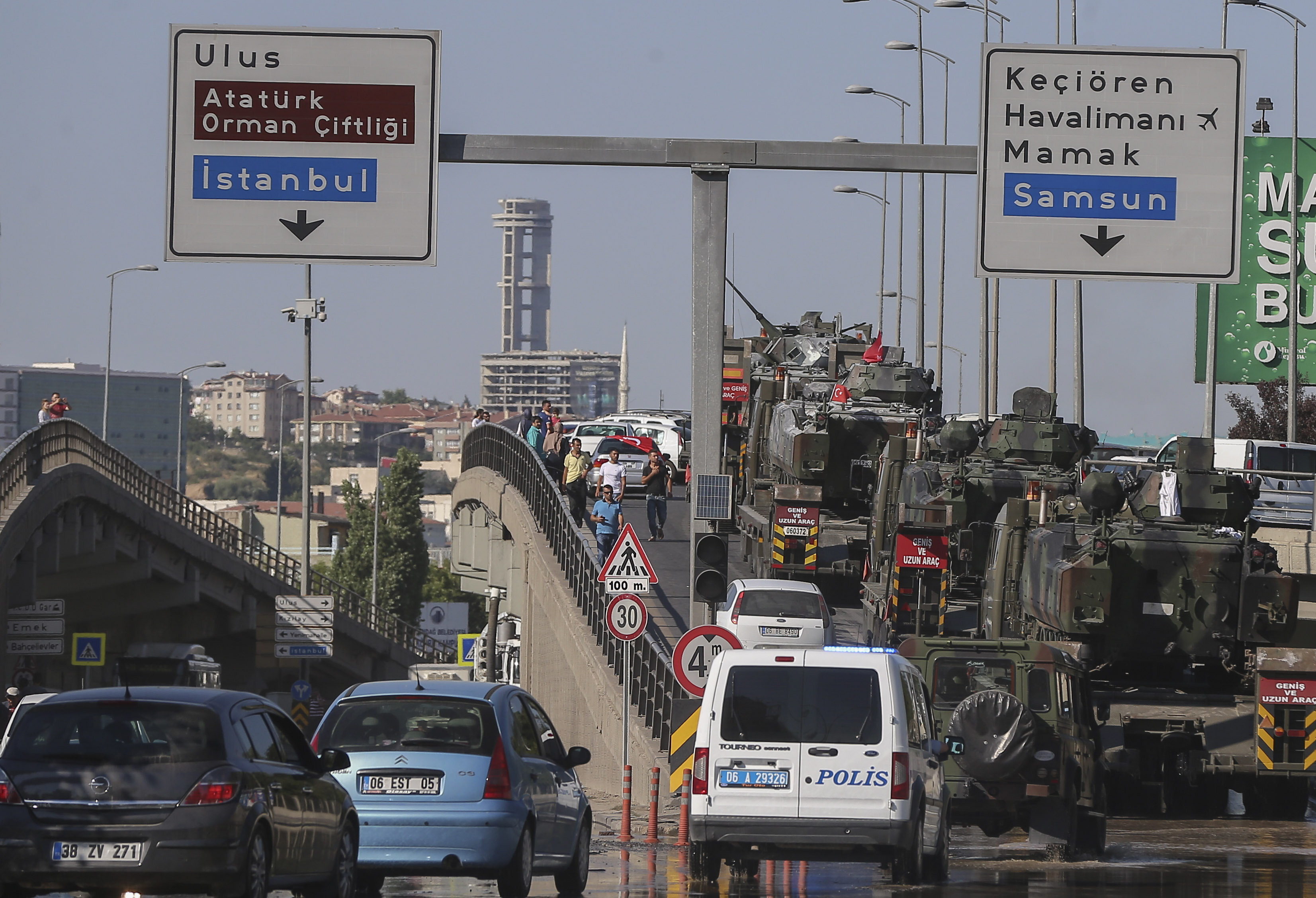 Tanks in the garden of Ankara Police Headquarters used by FETÖ soldiers were taken to the barracks by military trucks.