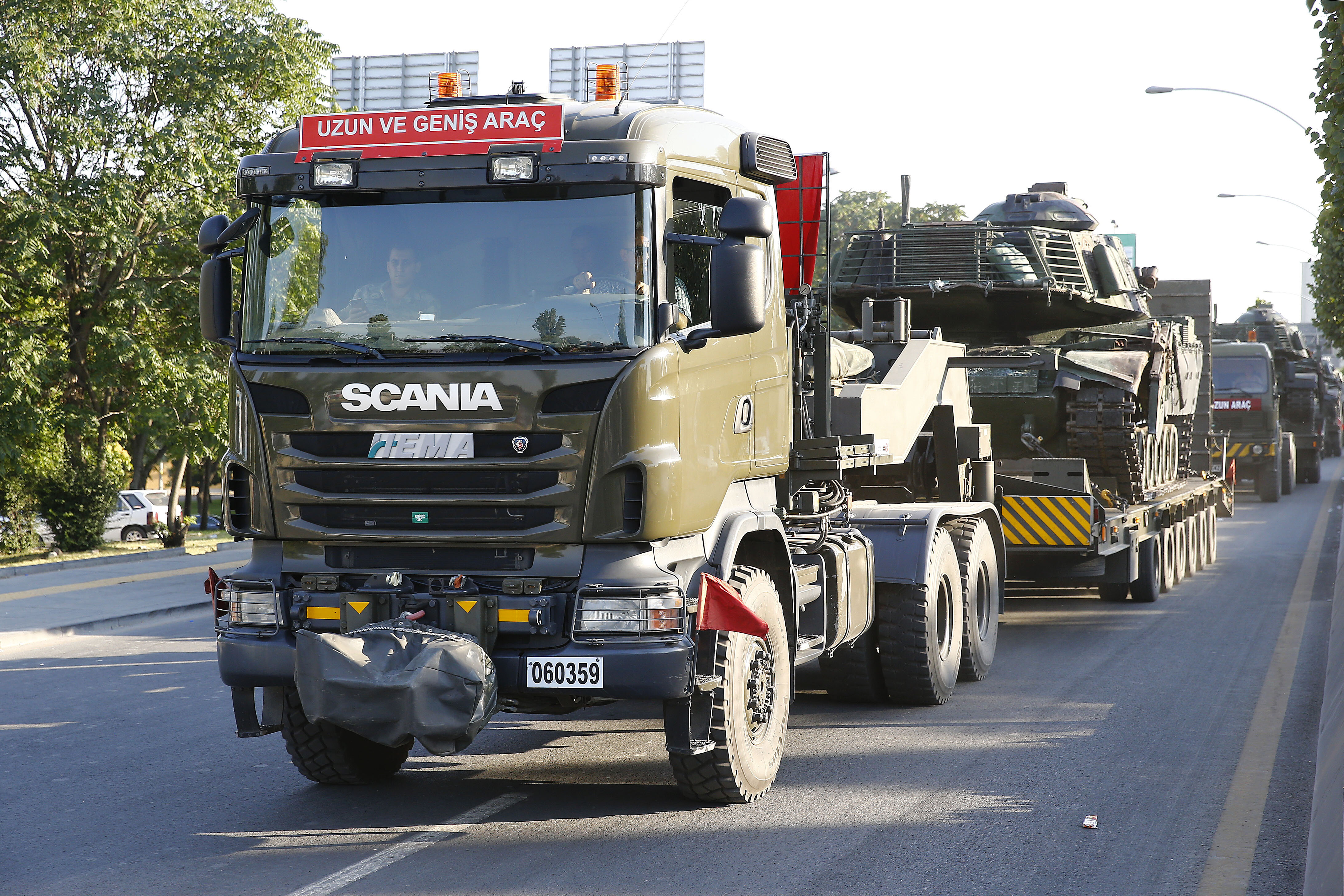 Darbeci hainler tarafından Genelkurmay Karargahı'na getirilen askeri araçlar birliklerine geri götürüldü.