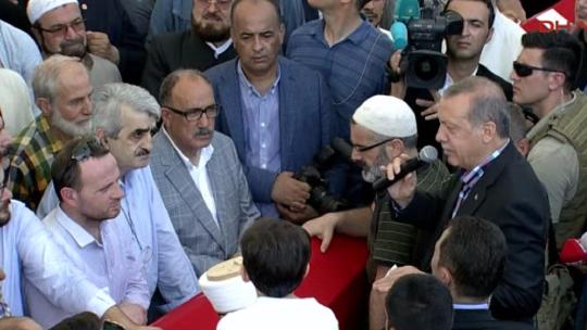 Tearful farewell to İlhan Varank at Fatih Mosque
