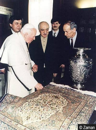 Meeting with Pope II. Jean Paul on Feb. 8, 1998, Gülen was welcomed as a senior officer. Gülen regards this visit as an important step in establishing inter-religious dialogue. While Gülen and his team had a 30-minute meeting with the pope, Alaattin Kaya, one of the names very close to Gülen, kissed the pope's hand.