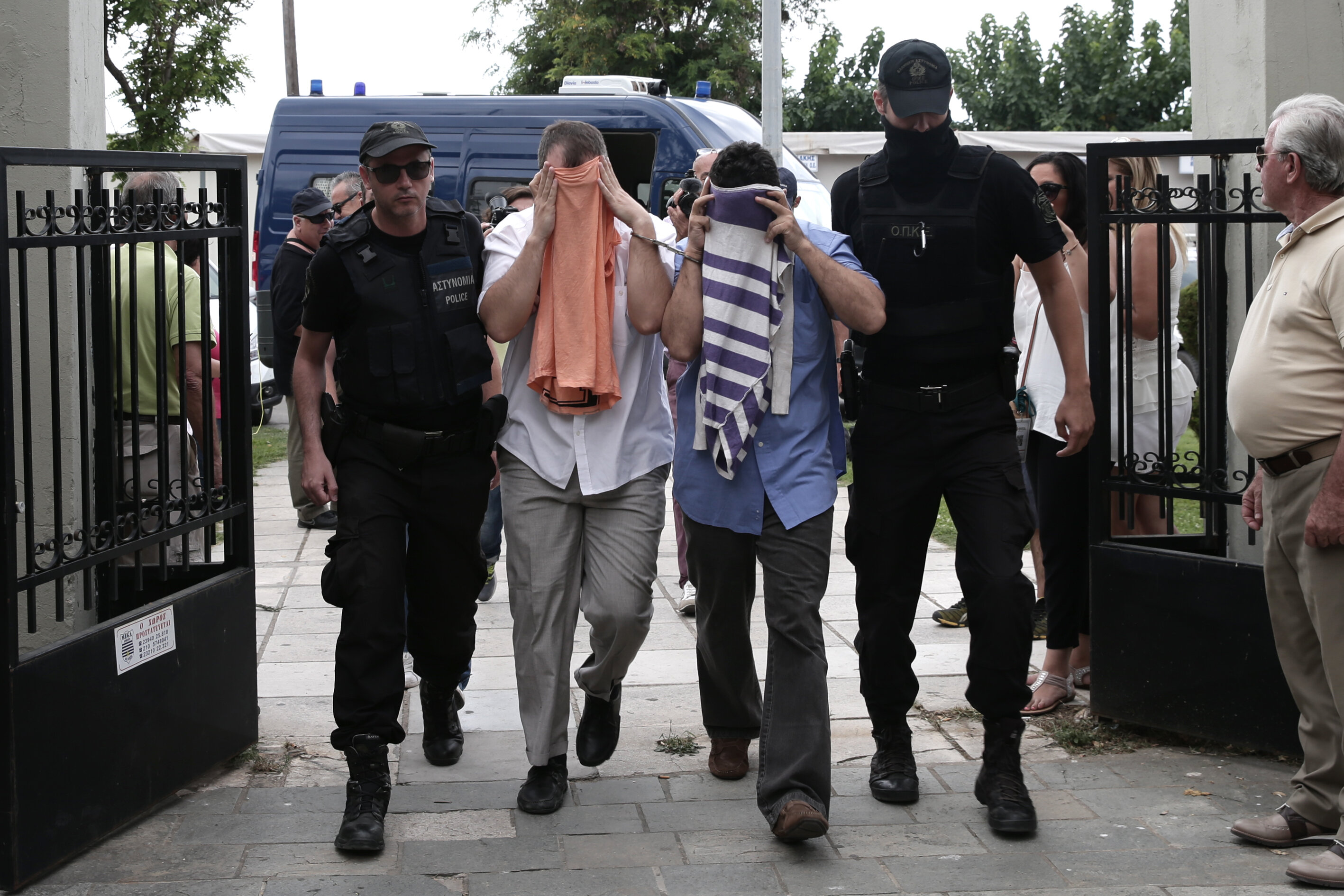 6The eight soldiers who escaped to Greece in a Sikorsky helicopter after FETÖ's coup attempt applied for asylum in Greece.