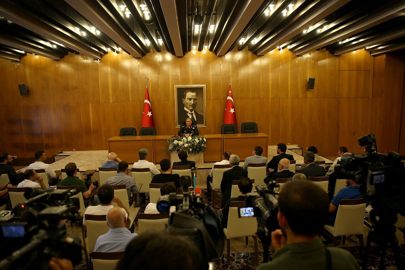 16Deputy Chief of Staff Gen. Ümit Dündar arranged a press conference at the Atatürk Airport State Guest House.