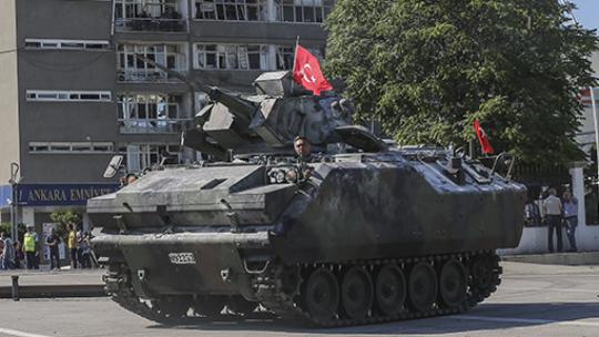 Ankara'daki tanklar kışlaya çekildi