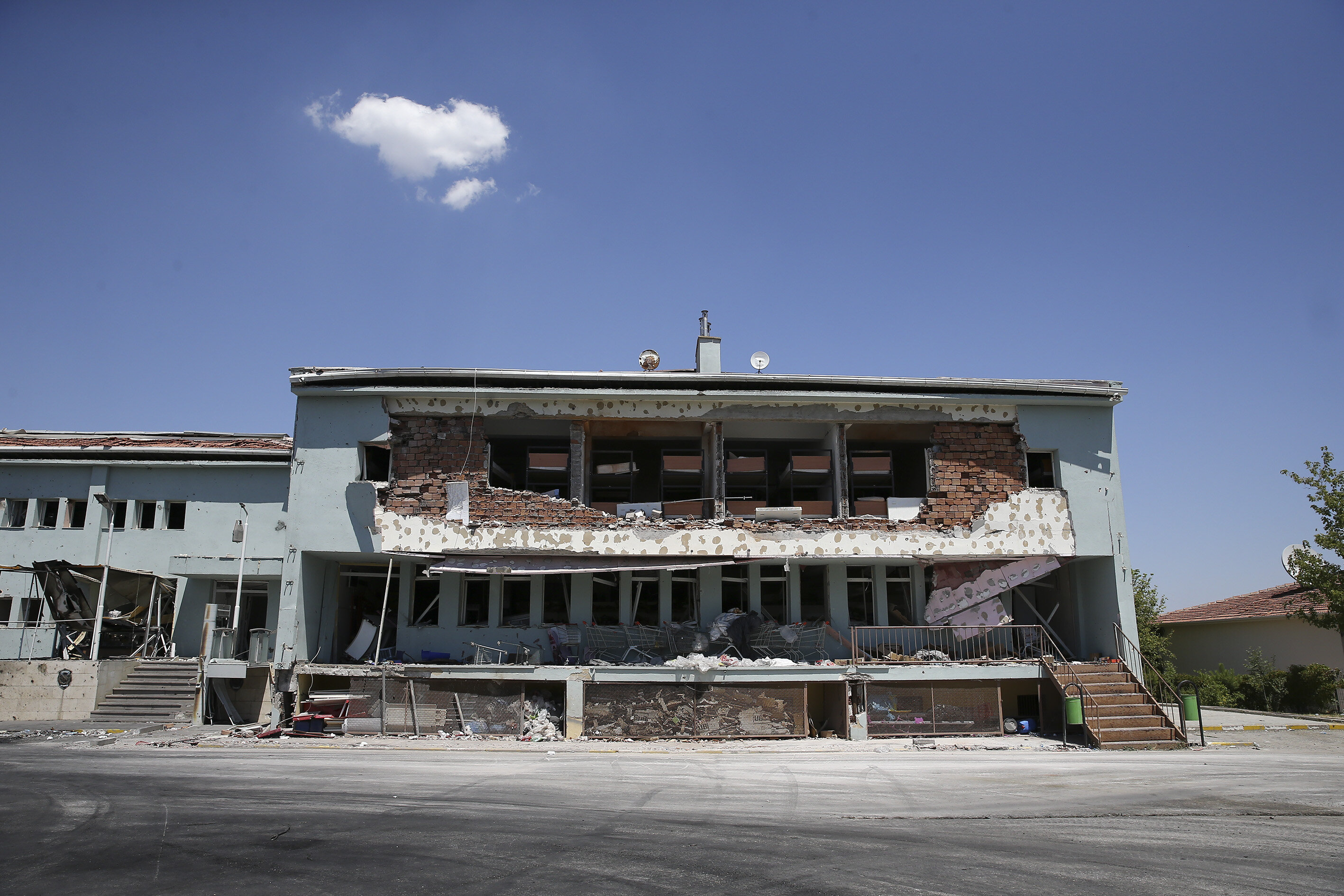 The damage to the Gölbaşı Special Forces Education Center was unveiled with the first light of day.