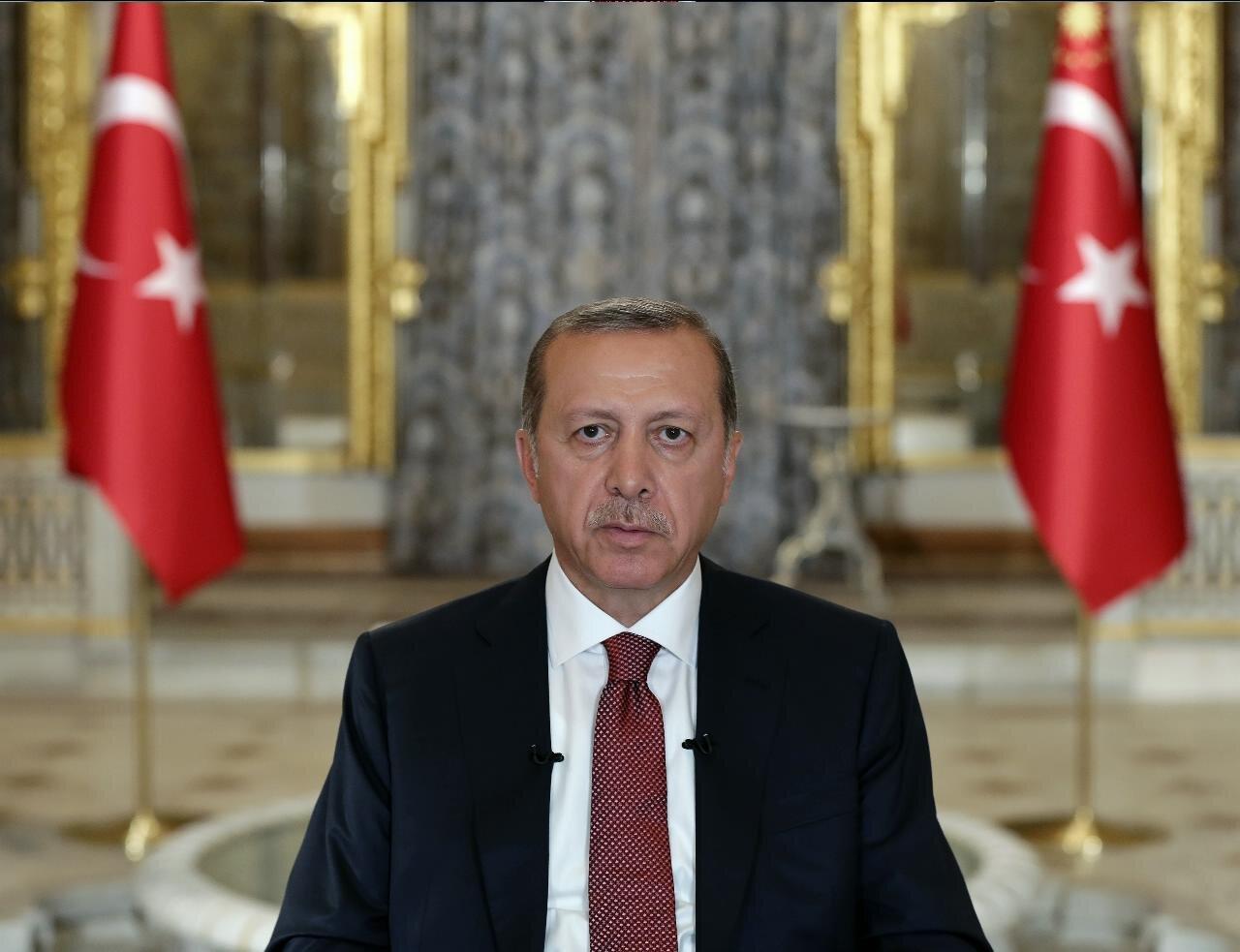 Cumhurbaşkanı Erdoğan, 15 Temmuz darbe girişimiyle ilgili olarak yayımladığı video mesajla halka hitap etti.