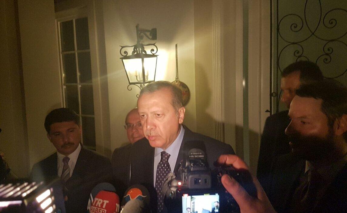 Cumhurbaşkanı Recep Tayyip Erdoğan, darbe girişiminin olduğu 15 Temmuz cuma gecesi saat 24.00 sıralarında, tatil yaptığı Grand Yazıcı Club Turban otelinin yan tarafındaki Grand Yazıcı Mares Otel'de aralarında DHA muhabirinin de bulunduğu gazetecilere ilk açıklamayı yaptı. Yanında, damadı olan Enerji ve Tabii Kaynaklar Bakanı Berat Albayrak ve Cumhurbaşkanlığı Genel Sekreteri Fahri Kasırga da yer aldı.