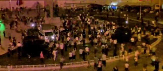 Taksim Meydanı'ndaki darbeciler gözaltına alındı