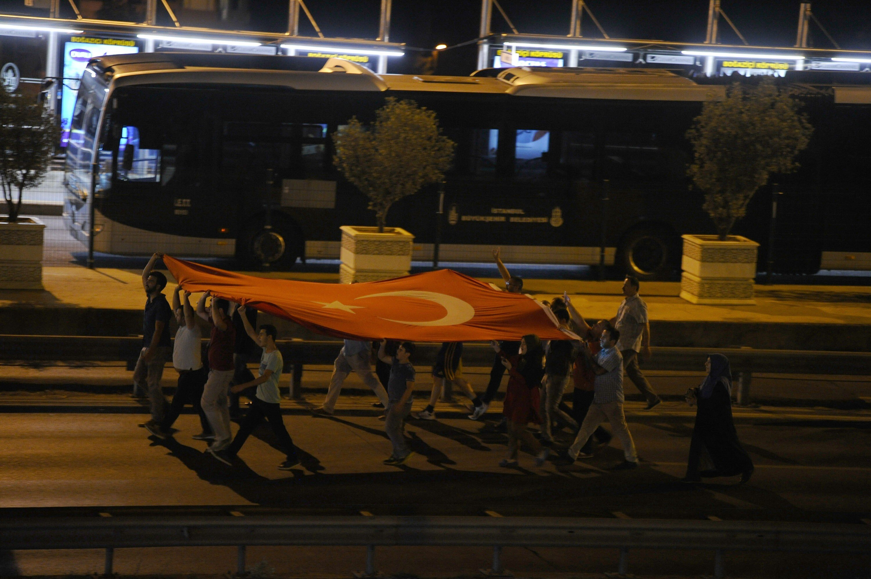 People flocked to the bridges being occupied by soldiers on President Erdoğan's call.