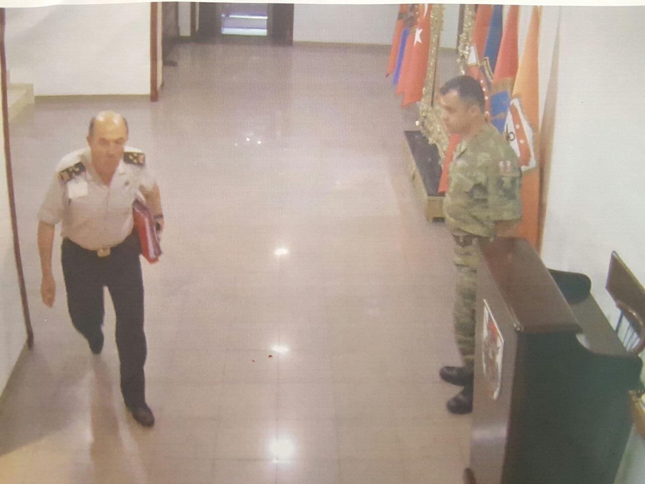 Genelkurmay Personel Daire Başkanı Korgeneral İlhan Talu'nun baskın için gelen darbecilere eşlik ettiği güvenlik kameralarına yansıdı.