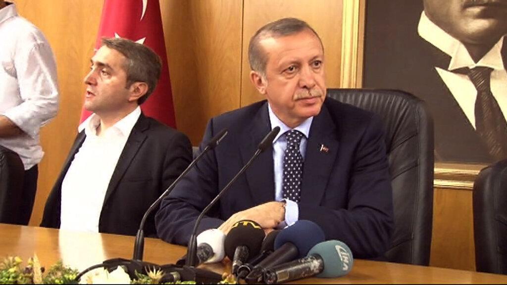 Enerji ve Tabii Kaynaklar Bakanı Berat Albayrak ve AK Partili milletvekillerinin bulunduğu toplantıda