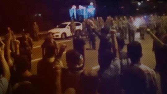 Askeri öğrenciler ile polis ekipleri arasında çatışma