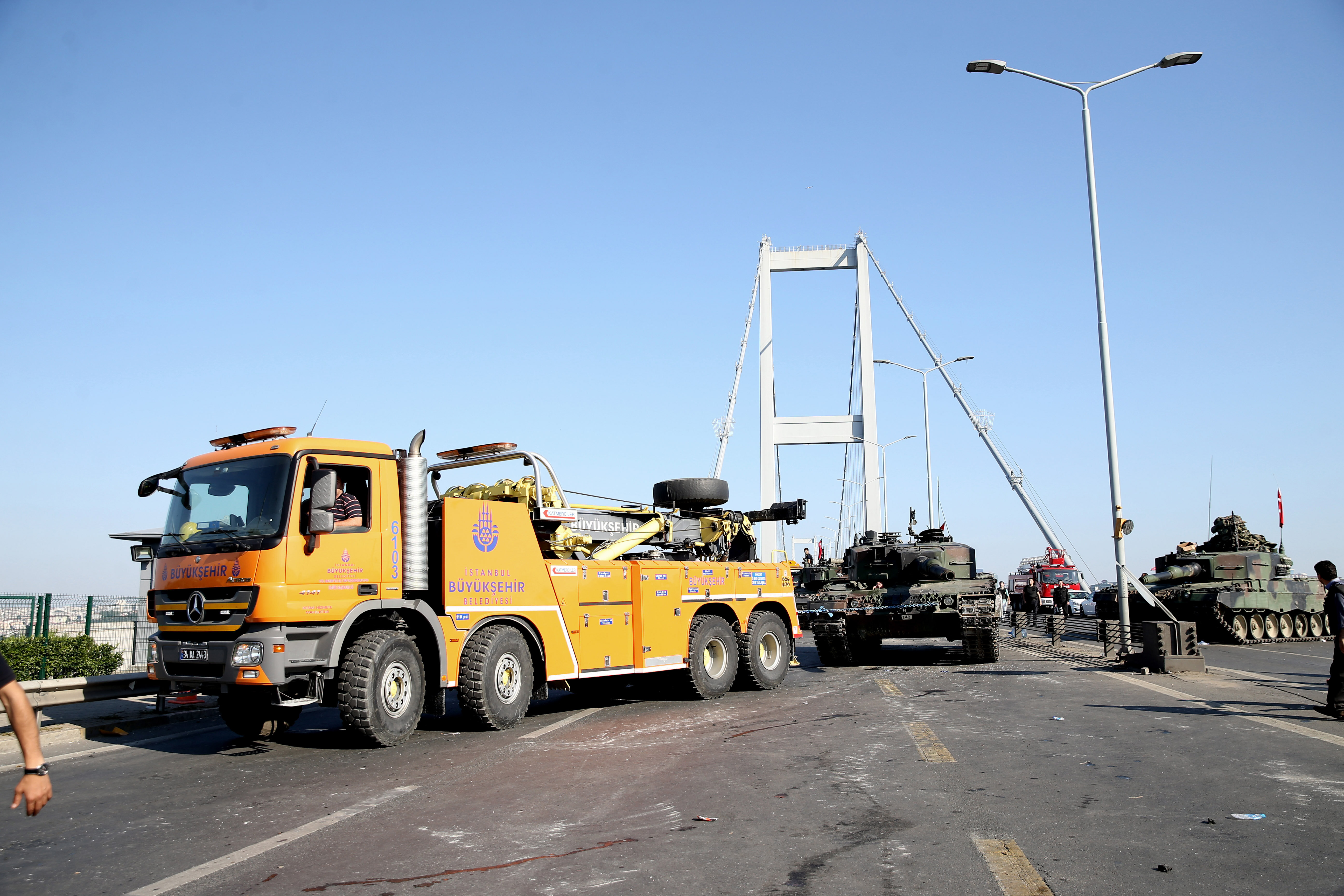 13Both bridges were opened to traffic after police removed the tanks on the Fatih Sultan Mehmet and Bosporus Bridges.