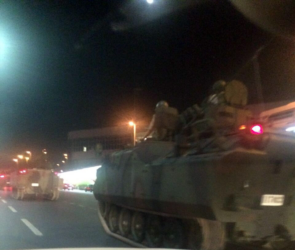 Tanks and armored personnel carriers under the control of FETÖ coup soldiers set off for Atatürk Airport.