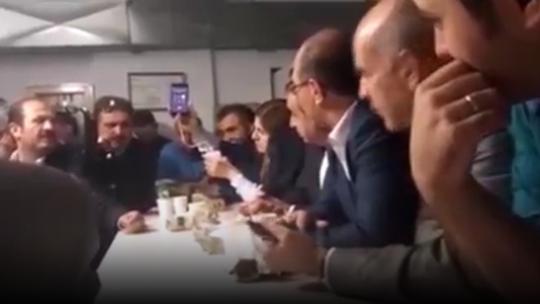Cumhurbaşkanı Erdoğan sığınaktaki vekillerle konuştu