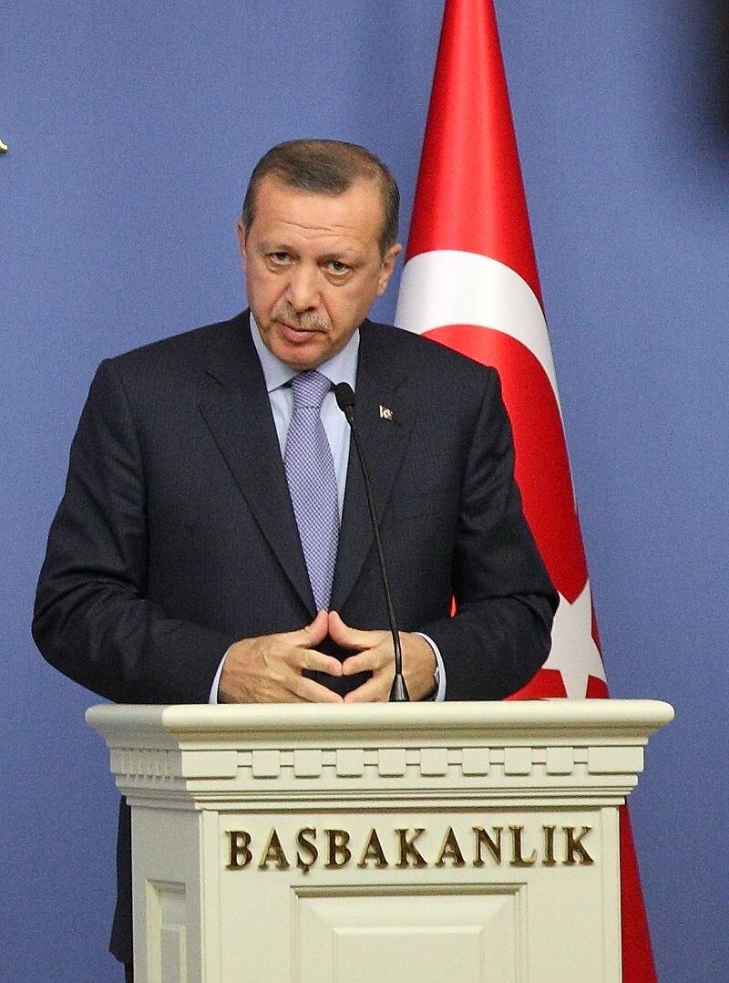 Recep Tayyip Erdoğan, 22 Temmuz 2007 genel seçimlerinde %46.6 oy alarak büyük bir zafer kazanan Ak Parti'nin Genel Başkanı olarak Türkiye Cumhuriyeti'nin 60. Hükümeti'ni kurdu ve tekrar güvenoyu aldı.